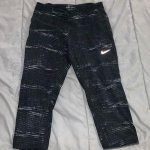 Nike 3 quarter leggings.